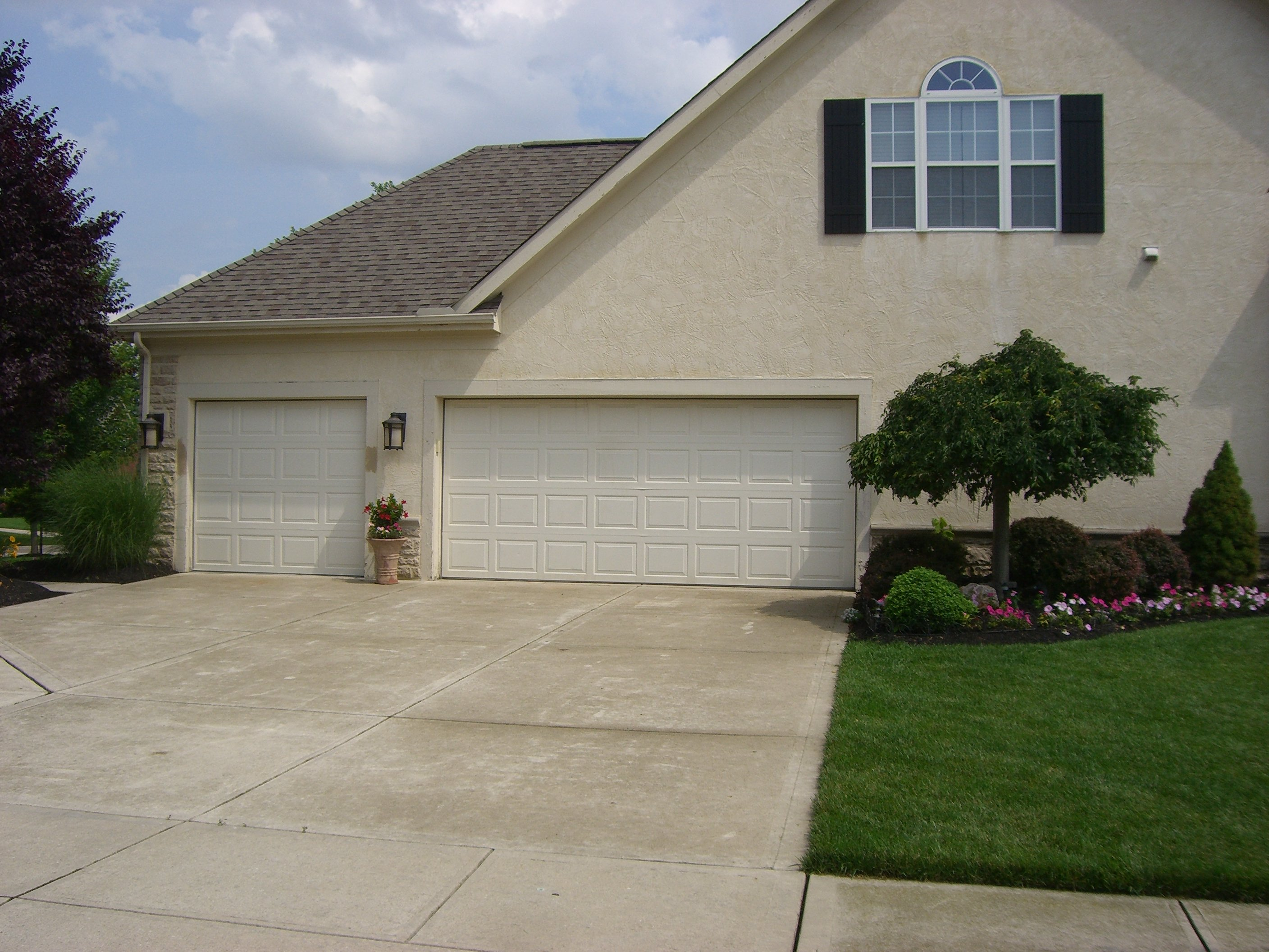 Garage Door Service in Powell Ohio & Garage Door Service Powell OH | Nofziger Doors (614) 873-3905